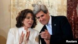 Джон Керри с супругой Терезой Хайнц-Керри после утверждения в должности Госсекретаря США 6 февраля 2013.