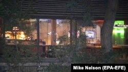 کالیفرنیا - نمایی بیرونی از باری که مورد حمله ایان دیوید لانگ واقع شد