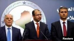 رئيس مجلس النواب في الوسط مع نائبيه