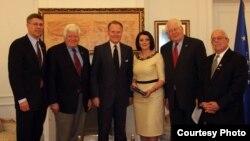 Jahjaga gjatë takimit me delegacionin e Kongresit të SHBA-ve