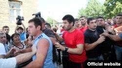 Решение вопросов с помощью кулаков в последнее время в Грузии приобретает массовый характер