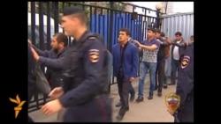 Поліція в Росії затримала майже півтисячі людей в облавах на ринках Москви