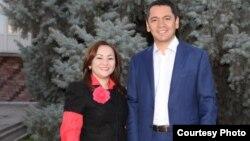 """""""Республика"""" партиясының жетекшісі Өмірбек Бабанов жастар қанатының белсендісі Наргиза Әжібаевамен бірге."""