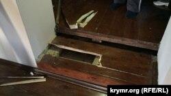 Последствия обыска в доме замглавы Меджлиса Ахтема Чийгоза в Бахчисарае, 30 января 2015 года