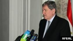 Ричард Холбрук, АҚШ-тың Ауғанстан және Пәкістан бойынша арнайы өкілі. Душанбе, 20 ақпан 2010 жыл.