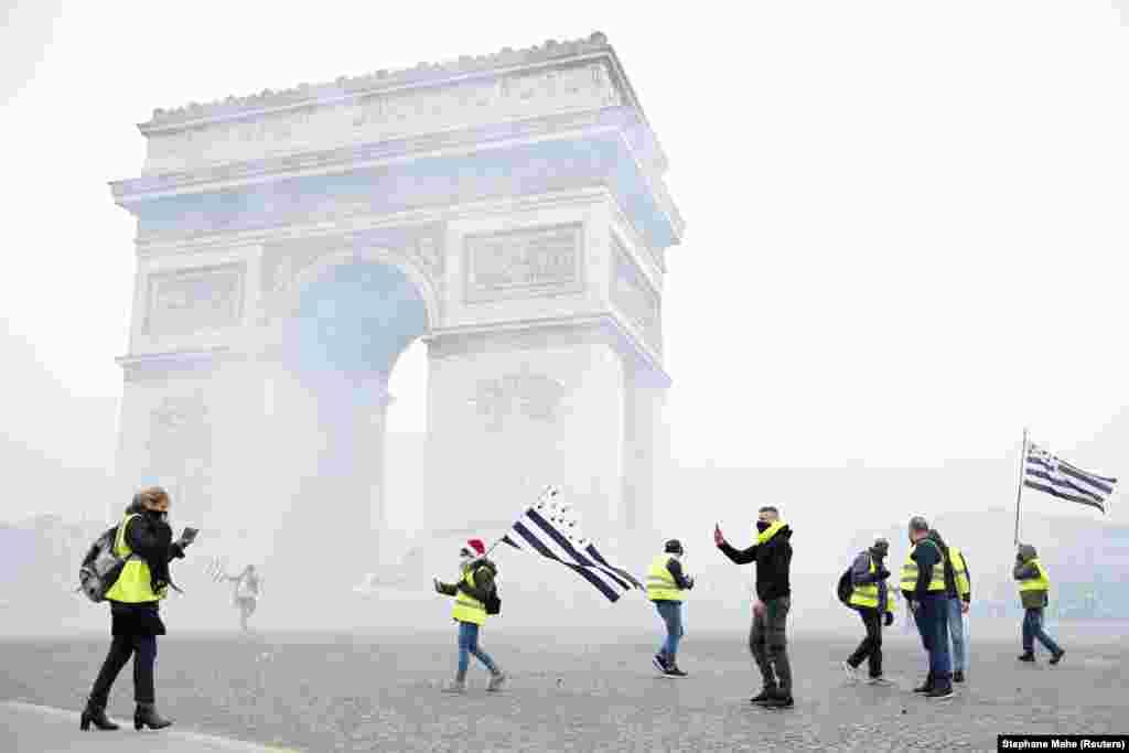 Эпицентром событий стала парижская Триумфальная арка, расположенная на площади Шарля де Голля в центре города