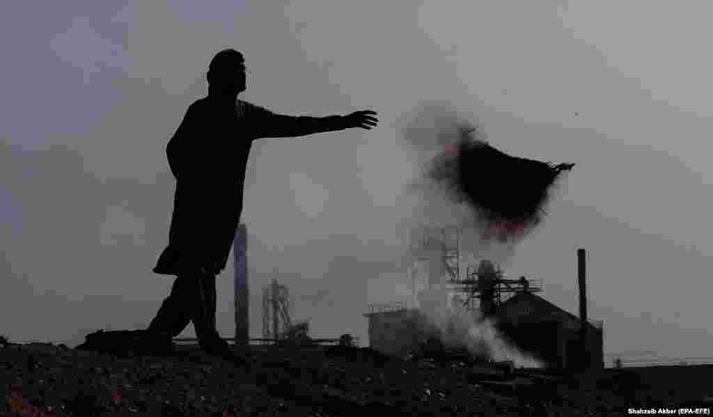 Smoke billows from factories on the outskirts of Karachi, Pakistan. (epa-EFE/Shahzaib Akber)