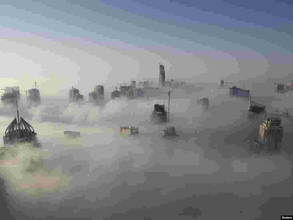 Heavy fog rolls by early in the morning near the Dubai Marina November 21, 2007. Fog across the United Arab Emirates has disrupted traffic and delayed many flights over the last few days. REUTERS/Steve Crisp