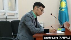 Адвокат Мереке Ғабдуалиев.