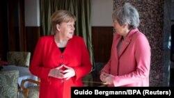 Cancelara germană Angela Merkel împreună cu premiera britanică Theresa May în timpul summitului UE-Liga Arabă. Sharm El Sheikh, Egipt, 25 februarie 2019