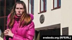Алена Каваленка ля абласнога суду.