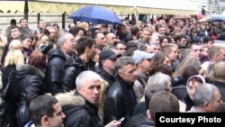 Emigranți moldoveni aşteptînd să voteze la Roma, 2010. (foto: Tatiana Nogailic)