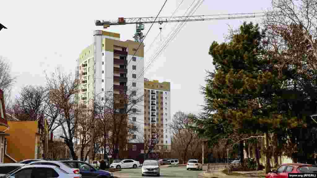 Так виглядає будівництво з вулиці Об'їзної