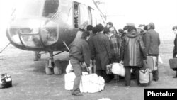 Нагорный Карабах - Армянские беженцы из зоны конфликта перевозятся в Армению, 1989 г.