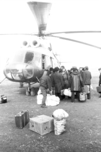 Armenians being evacuated from Karabakh to Armenia in 1989 (Photolur)