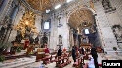 Mesa de Paște în Bazilica Sf. Petru din Vatican