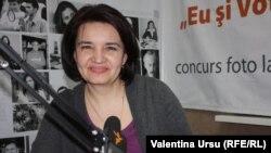 Monica Babuc în studioul Europei Libere, martie 2014.
