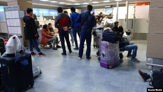 В ожидании рейса в Кыргызстан.