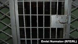 Дверь в тюрьме в городе Ош. 4 января 2012 года.