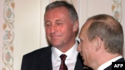 Vladimir Putin (desno) i Mirek Topolanek (levo), 10.januar 2009.