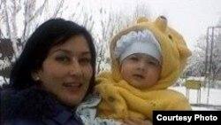 Супруга и ребенок джизакского фермера Арамаиса Авакяна.