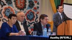 Илдар Латыйпов конференциядә чыгыш ясый