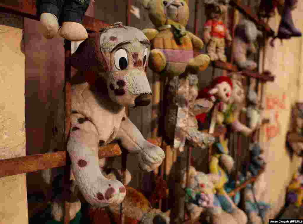 The inner-city courtyard reportedly began to fill up with soft toys years ago when a resident of the building alongside found a lost teddy bear and propped it against a wall in the hope its owner would return.