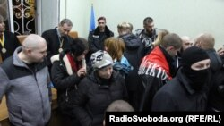 «Правий Сектор» блокує приміщення Апеляційного суду у Кіровограді, 8 грудня 2015 року
