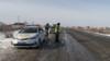 Сотрудники полиции и их служебный автомобиль в селе Абай Кызылординской области. 17 января 2019 года.