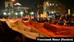 Pamje nga protestat në Varshavë