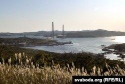 Русский мост ценой 1 млрд долларов окончили строить в 2010 году