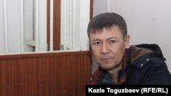 """Обвиняемый в участии в запрещенной организации """"Хизб ут-Тахрир Бекжон Шалабаев в зале судебного заседания. Алматы, 26 ноября 2019 года."""
