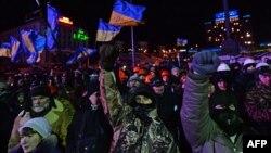 Киевтің орталығындағы Тәуелсіздік алаңында тұрған шерушілер. 30 қаңтар 2014 жыл.