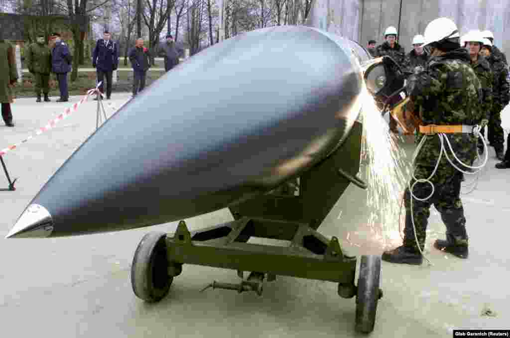 Ukrainian workers cut an air-to-ground X-22 cruise missile into pieces at a military base in the village of Ozerne, on November 6, 2002.