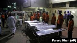 В Пакистане больница принимает пострадавших при взрыве (Карачи, 12 ноября 2016 г.)