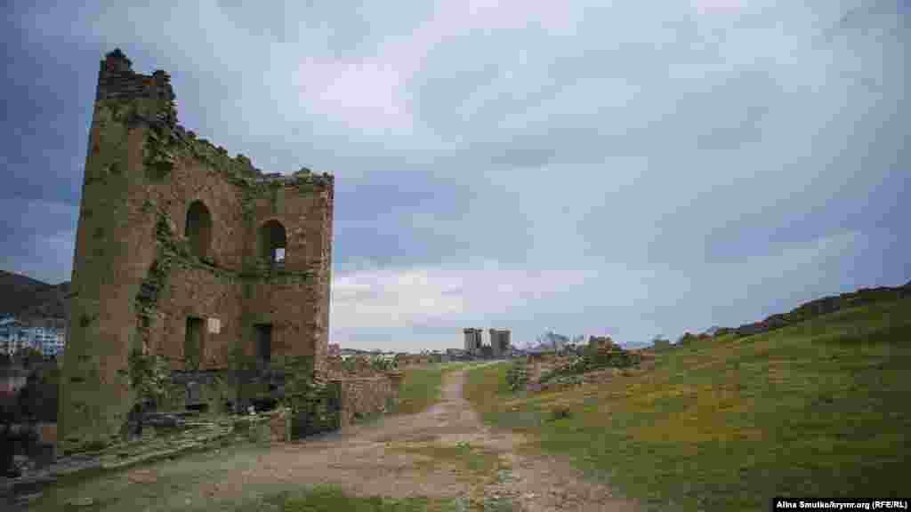 Рік тому обвалилася одна з древніх веж фортеці