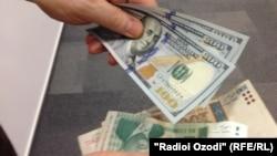 Тәжікстан валютасы - сомани мен АҚШ доллары. (Көрнекі сурет.)