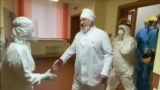 GRAB - COVID-19 In Belarus: Lukashenka Visits Ward, Shakes Hands, Without Mask Or Gloves