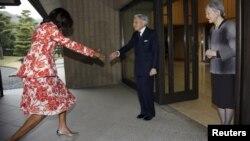 Император Акихито и принцесса Мичико принимают первую леди США Мишель Обаму