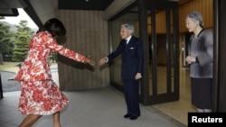 Імпэратар Акіхіта і прынцэса Мічыко прымаюць першую лэдзі ЗША Мішэль Абаму.