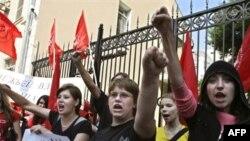 Активисты «Молодой гвардии» провели несанкционированную акцию, чтобы помешать «Другой России»