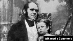 Чарлз Дарвин в 1842 году со старшим сыном Уильямом