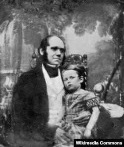 Чарльз Дарвін з сынам