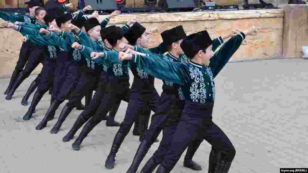 В Ялте второйгод подрядпроводятнациональный татаро-башкирский праздник Сабантуй. Как это было – смотрите в фоторепортаже