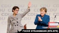 Xristian Demokrat İttifaqının yeni lideri Annegret Kramp-Karrenbauer (solda) və kansler Angela Merkel