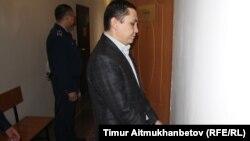 Нұрбек Құшақбаев сот залында тұр. Астана, 7 сәуір 2017 жыл.