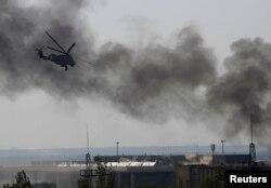 Вертолеты ВВС Украины атакуют сепаратистов, захвативших аэропорт Донцка. 26 мая
