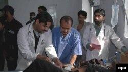 یک مجروح حادثه بمب گذاری در قطار در بیمارستانی در پاکستان