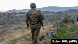 Азербайджанский военный в районе Джабраила.
