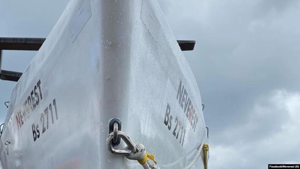 """Името на лодката е Neverest, което на английски означава """"Никога не почивай"""". Освен това е и препратка към най-високия връх в света Еверест, който е и символ на голямо личностно постижение"""
